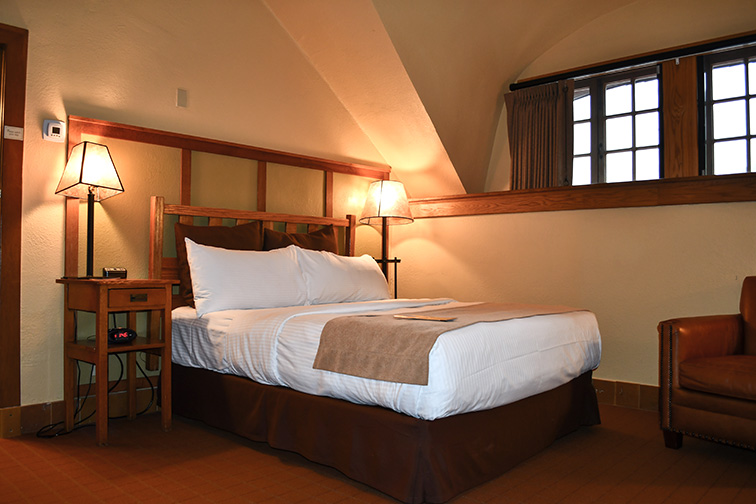 Omni Grove Park Inn bedroom; Courtesy of Dawn Damico/ Shutterstock