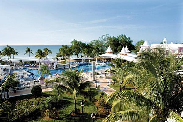 The pool at Hotel Riu Palace Tropical Bay.