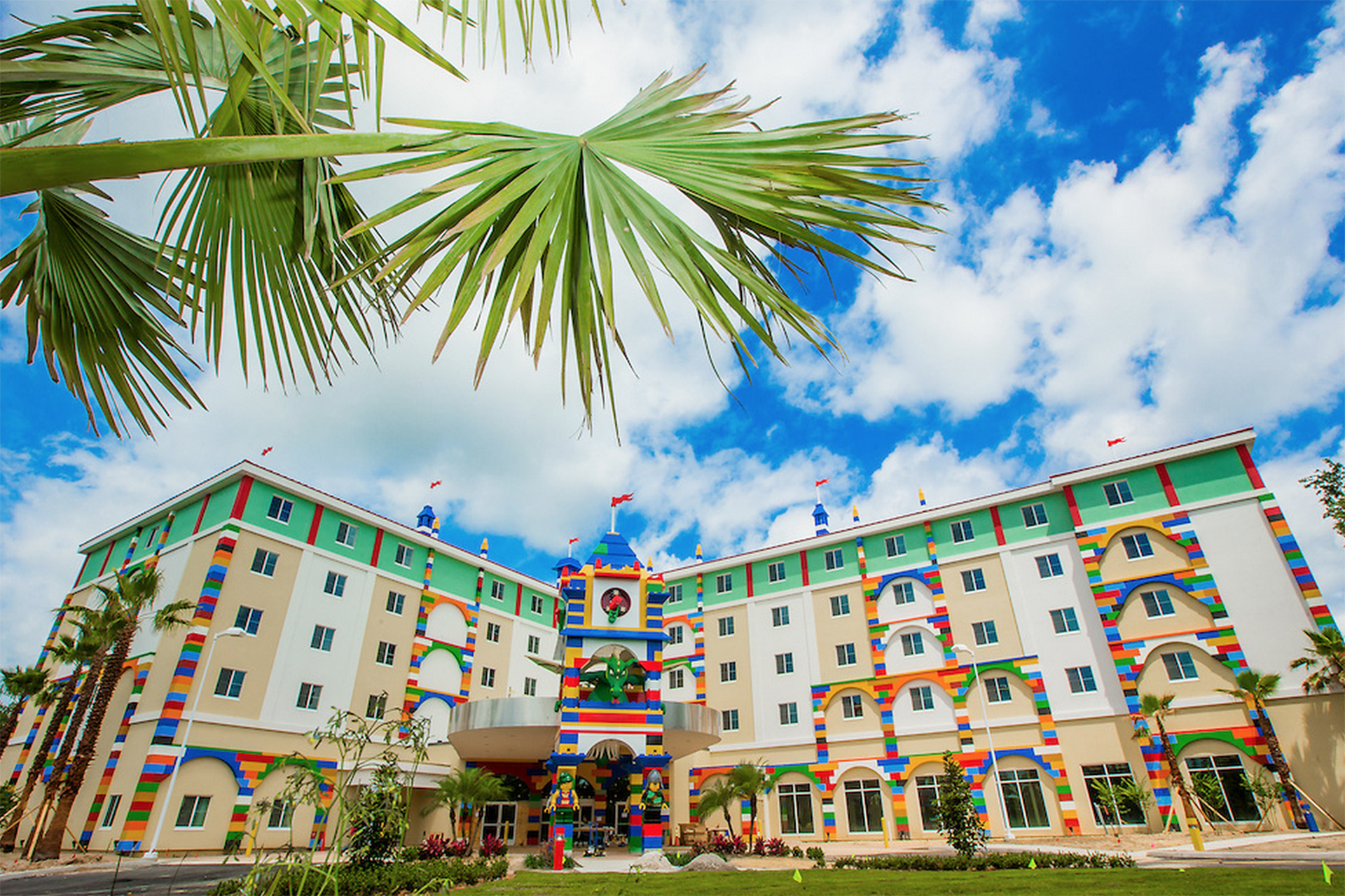 10 Best Amusement Parks With Hotels | Family Vacation Critic