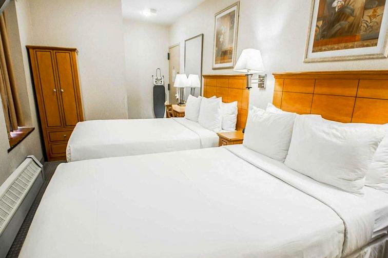 Econo Lodge Times Square; Courtesy of Econo Lodge
