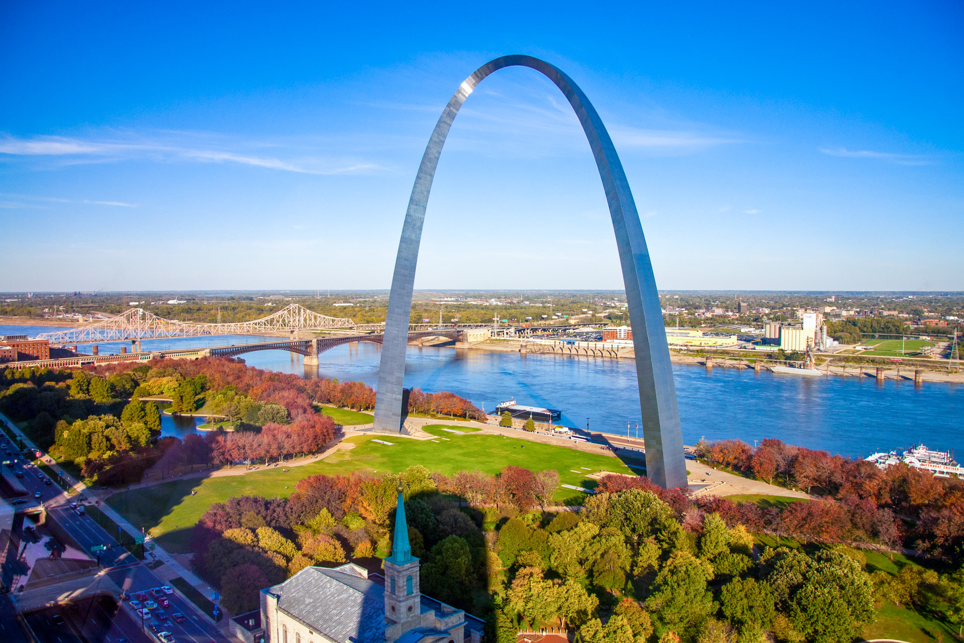St. Louis Arch; Courtesy by amolson7/Shutterstock.com