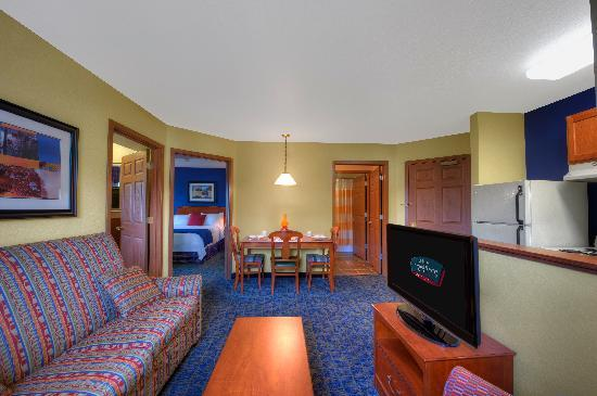 towneplace suites manchester boston regional airport manchester nh 2019 review ratings. Black Bedroom Furniture Sets. Home Design Ideas