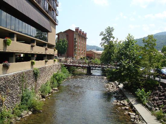 Gatlinburg Tn Hotels >> The Edgewater Hotel Gatlinburg Tn What To Know Before