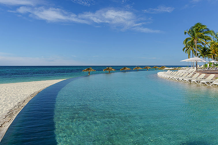 Infinity Pool at Lighthouse Pointe at Grand Lucayan in the Bahamas