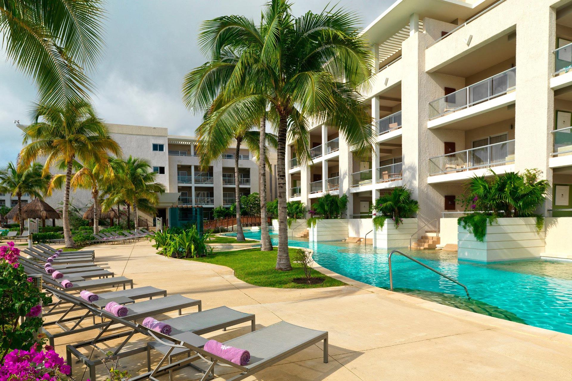 Swim-up suites at Paradisus Playa del Carmen La Esmeralda.