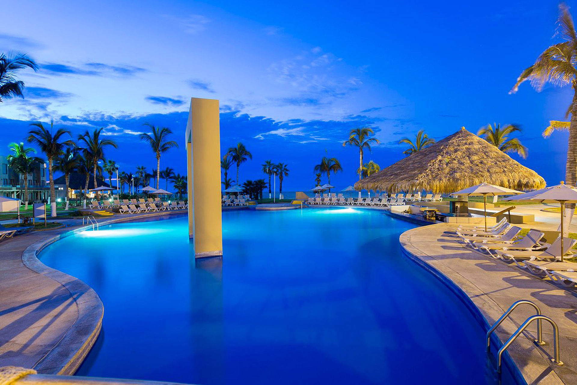 Holiday Inn Resort Los Cabos All-Inclusive; Courtesy of Holiday Inn Resort Los Cabos All-Inclusive