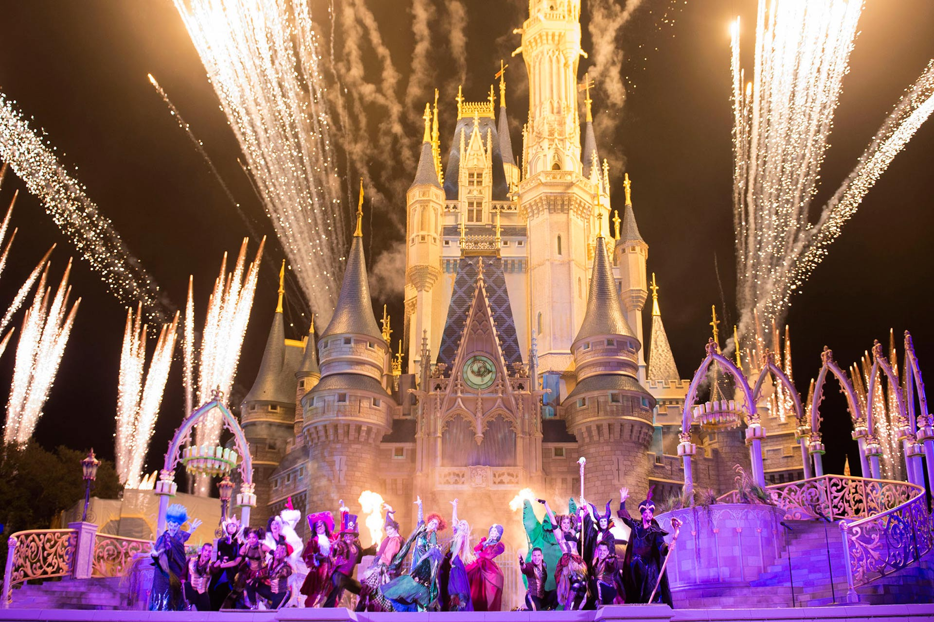 'Hocus Pocus Villain Spelltacular' Show during Mickey's Not-So-Scary Halloween Party at Disney