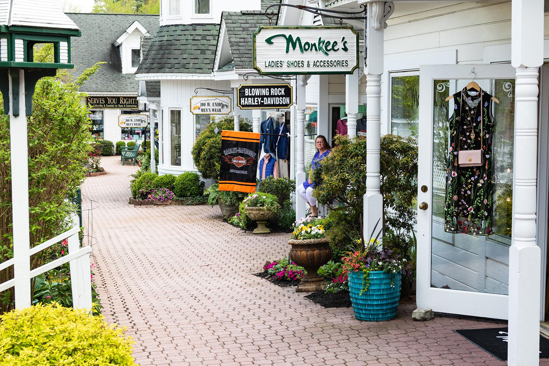 Blowing Rock NC; Courtesy of MilesbeforeIsleep/Shutterstock.com