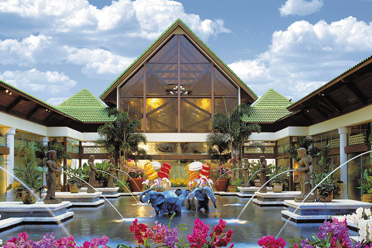 Loews Royal Pacific Resort; Courtesy of Universal Orlando Resort