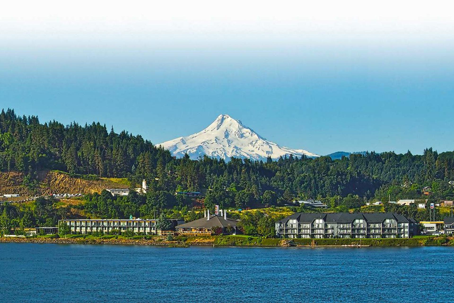 panorama of Best Western Plus Hood River Inn; Courtesy of Best Western Plus Hood River Inn