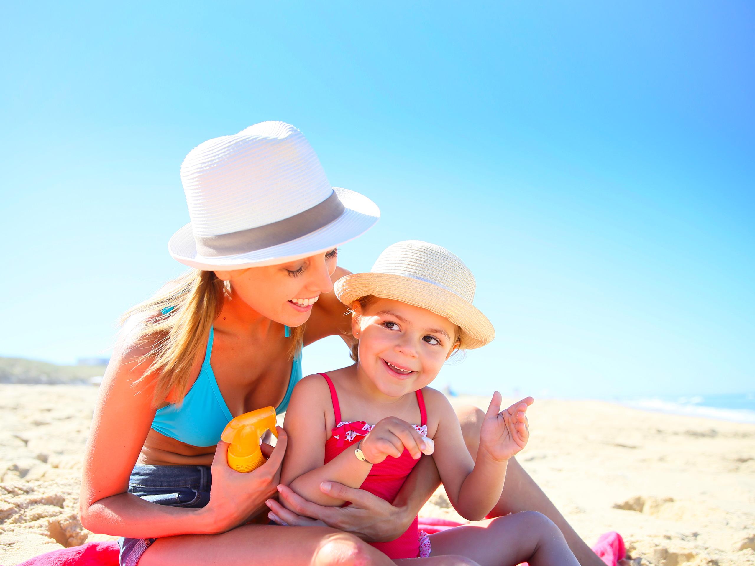mother daughter sun gat beach