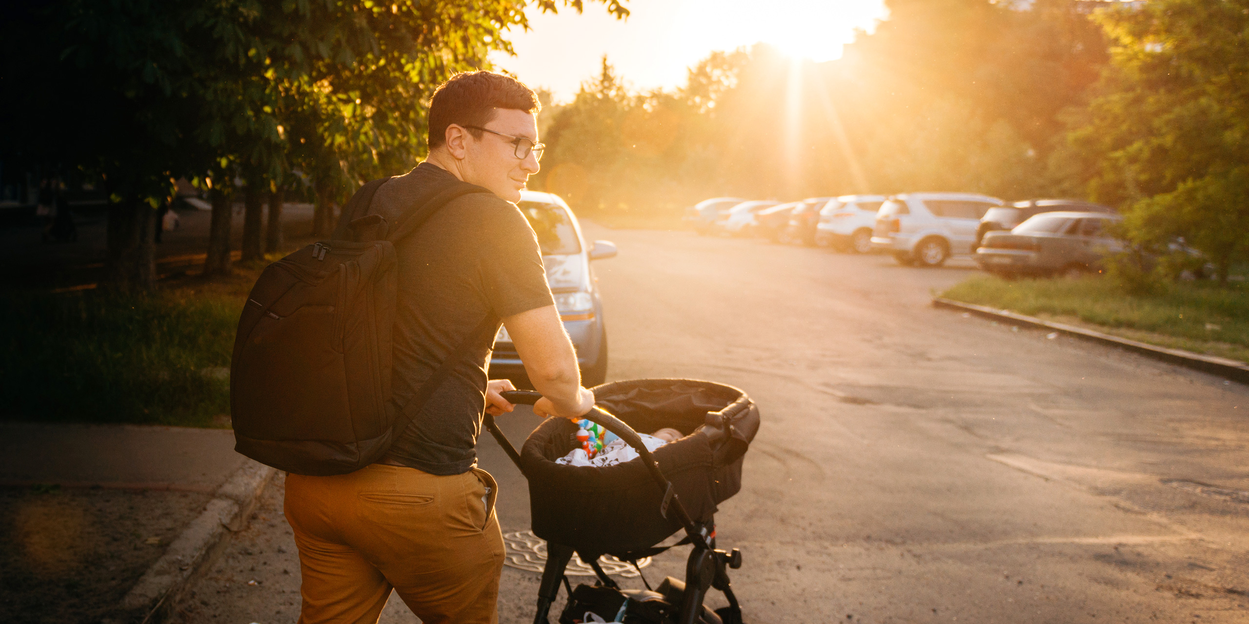 dad baby bassinet stroller backpack ; Courtesy of Troyan/Shutterstock
