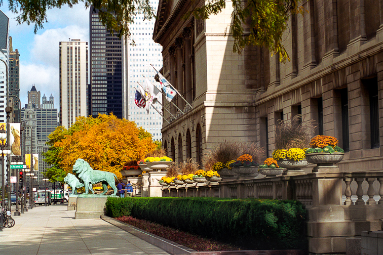 Be Awed at The Art Institute of Chicago	;	Courtesy of Choose Chicago