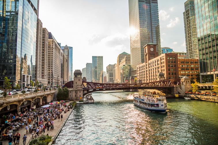 Stroll and Splash on the Riverwalk;Courtesy of Choose Chicago