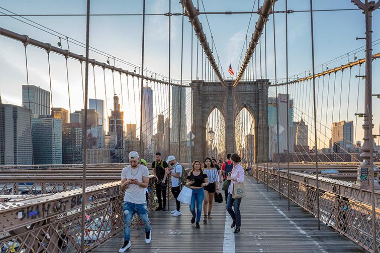 brooklyn bridge teens; Courtesy Lucky-photographer/Shutterstock